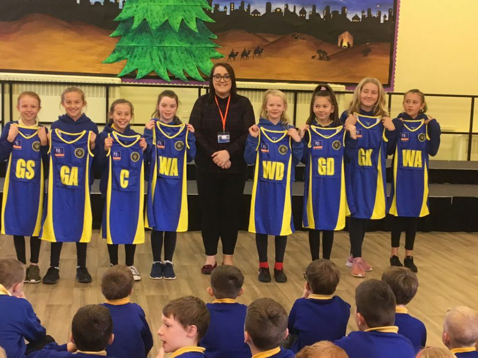 Tywyn Primary School Netball Group Photo with Fran